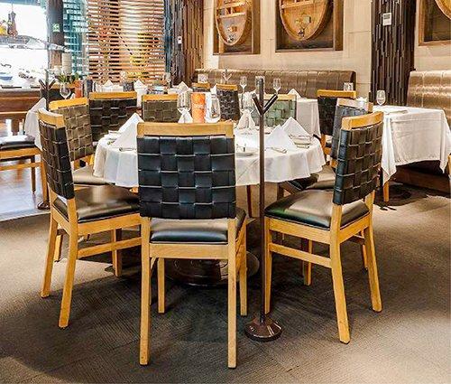 Rak mobiliario para restaurantes y cafeterias for Fabrica de mesas y sillas de comedor
